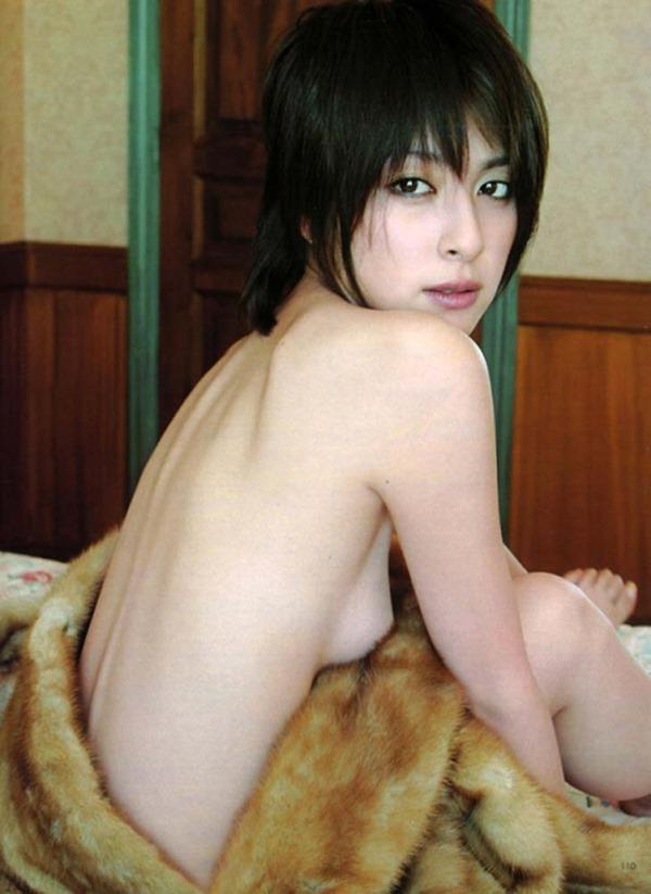 奥菜恵の美乳ヌード画像13