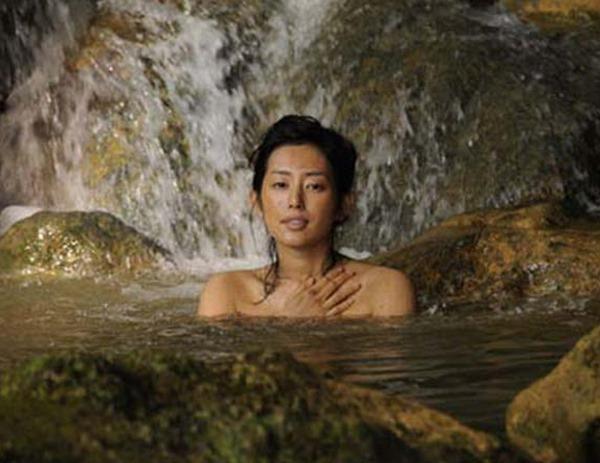 木村多江のセミヌード全裸入浴画像13