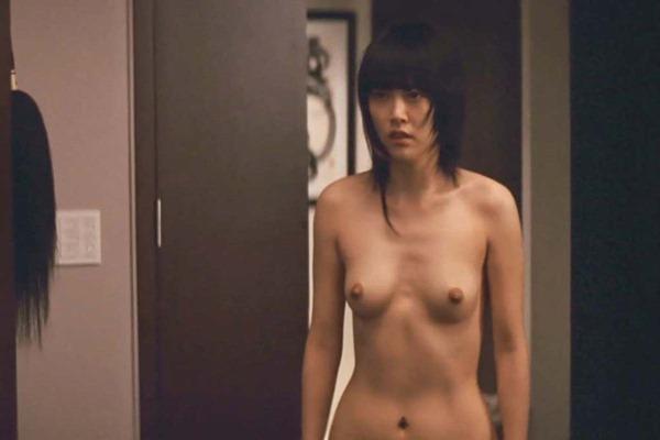菊地凛子の乳首丸見えおっぱいヌード画像13
