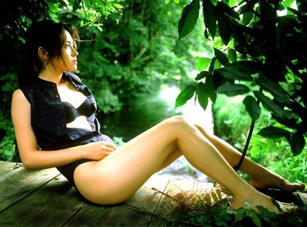 星野真里の乳首ちっぱい美乳ヌード画像13