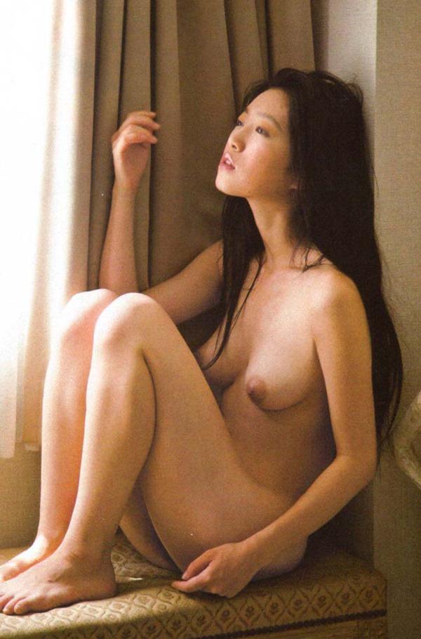 佐々木心音の乳首見え巨乳おっぱい全裸ヌード画像13