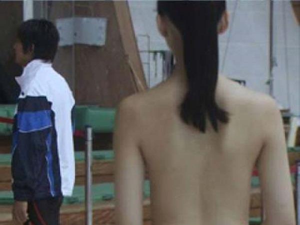 武井咲のキュートな太もも胸の谷間ちっぱい水着画像13