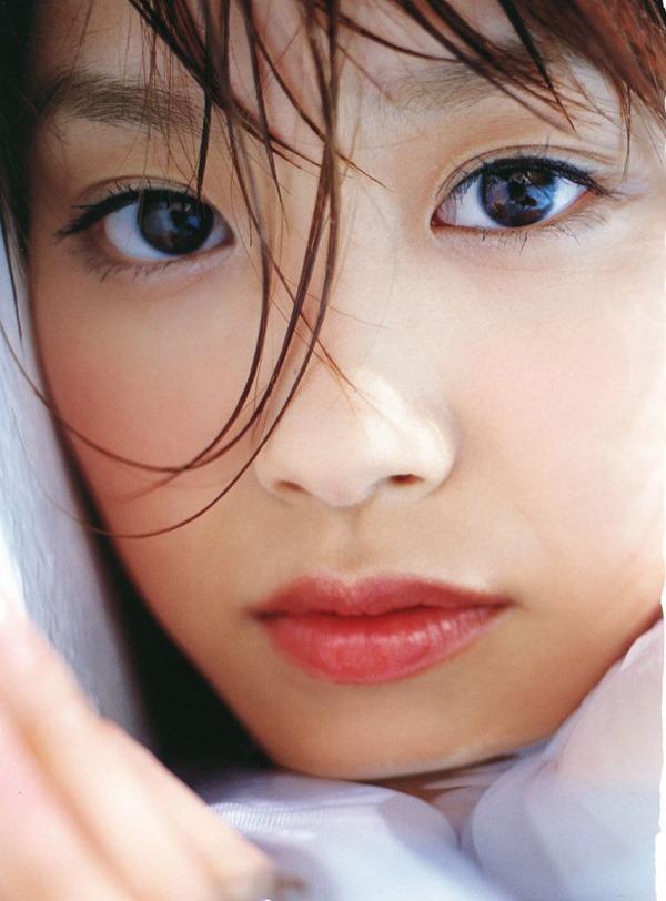 高橋愛のハミ乳首おっぱいグラビア水着画像13
