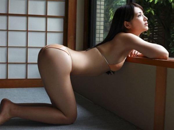 鈴木咲の抜けるグラビア水着画像13