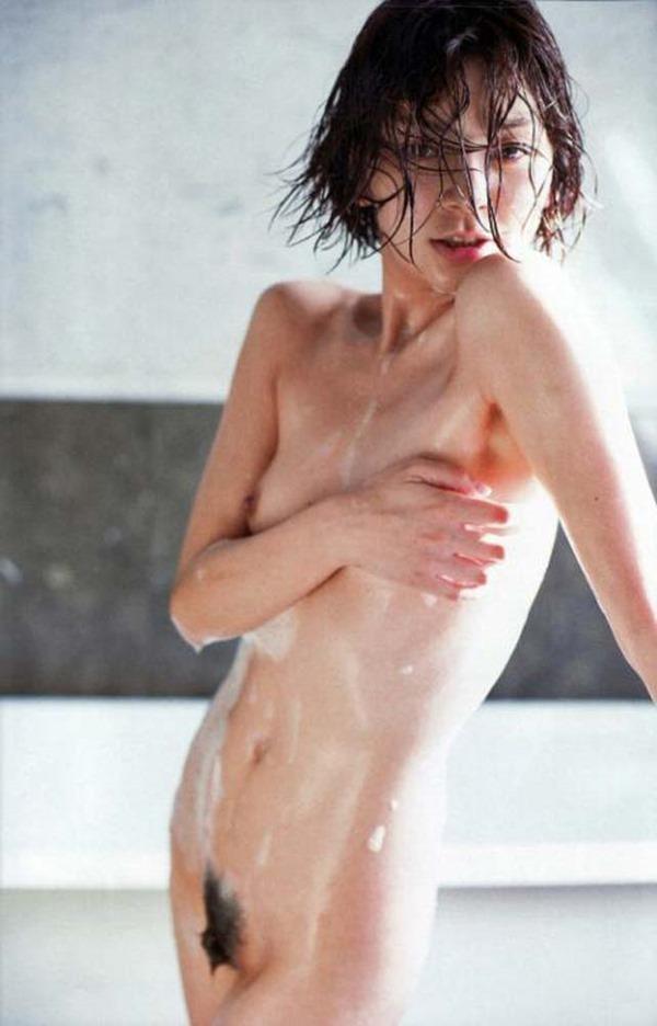 田畑智子の丸見え乳首ヘアヌード美乳画像13