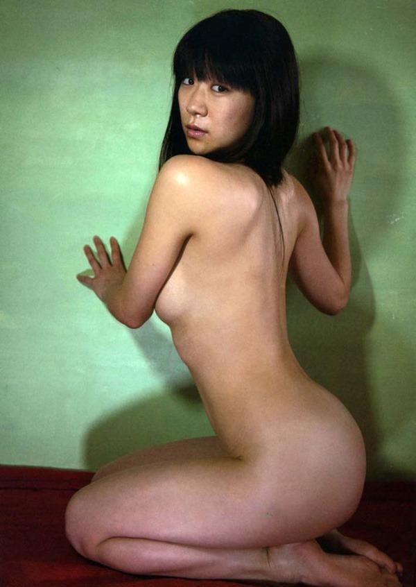 時東ぁみの手ブラおっぱいセミヌード画像13