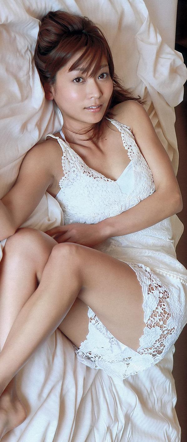 出水麻衣アナのパイチラ画像13