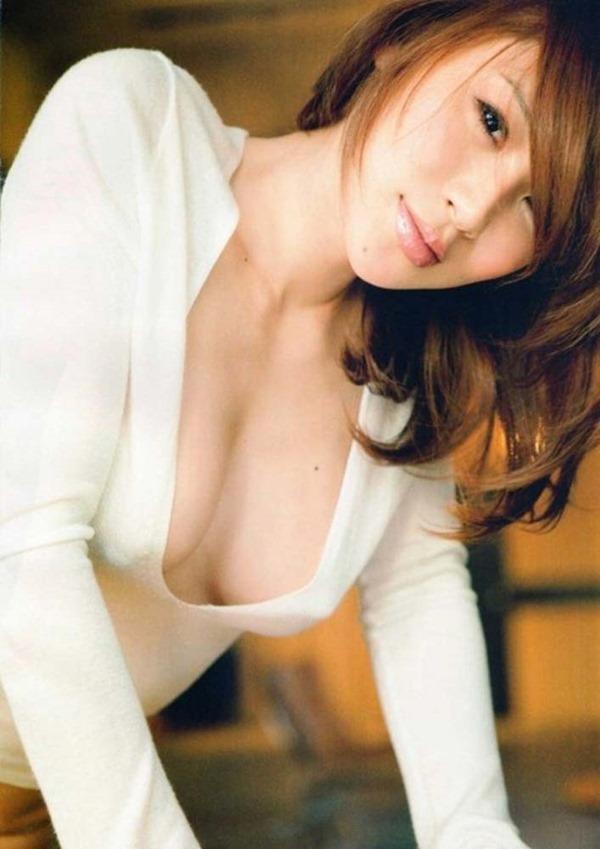 手島優のハミ乳首セミヌード画像13