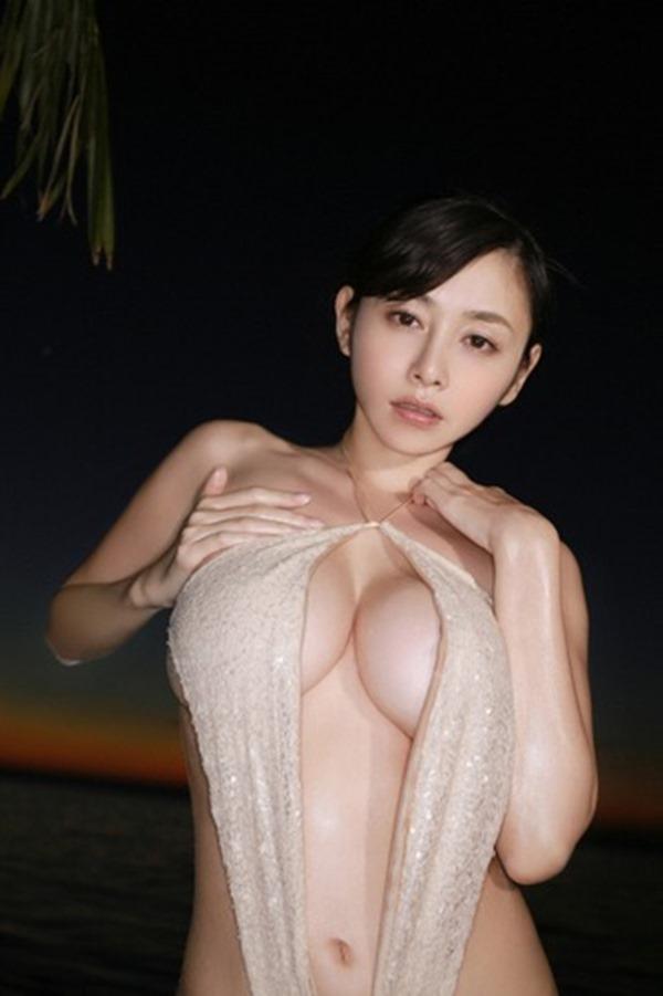 杉原杏璃のエッろい巨乳おっぱいグラビア水着画像13