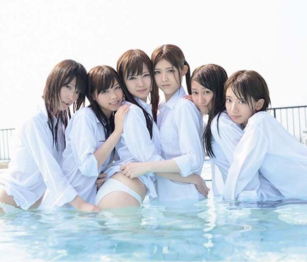 乃木坂のパジャマ姿で女子会の生脚画像14