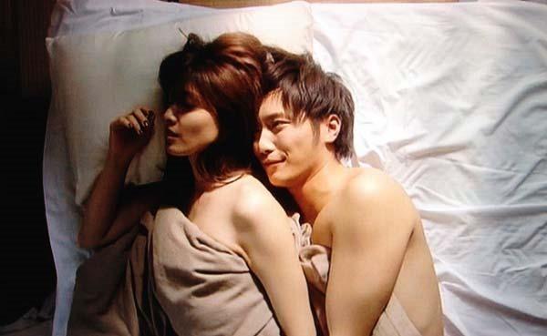 内田有紀の全裸ベッドシーン画像14