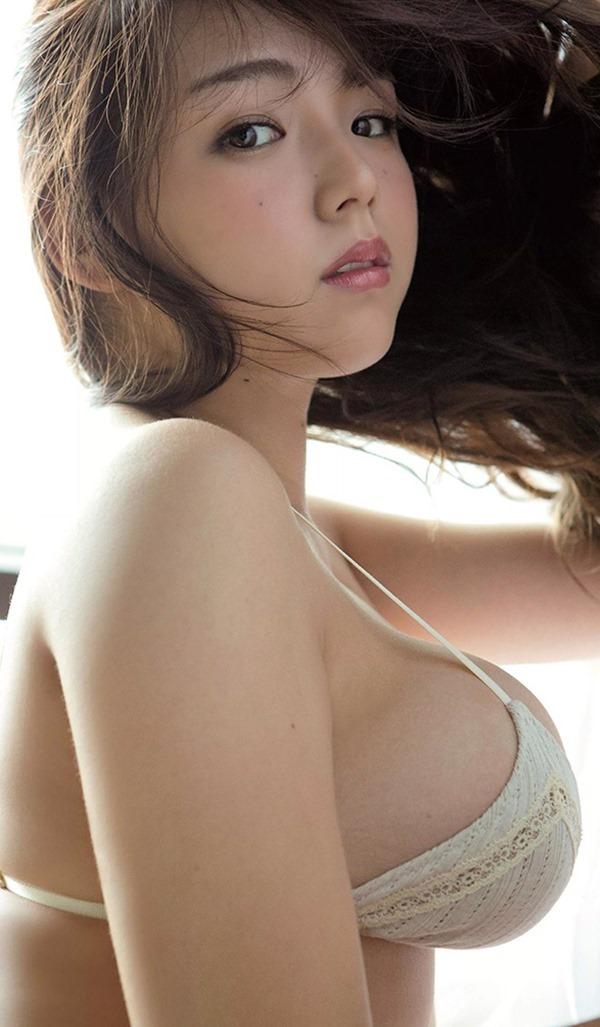 篠崎愛のハミ乳ハミ尻グラビア巨乳おっぱい画像14