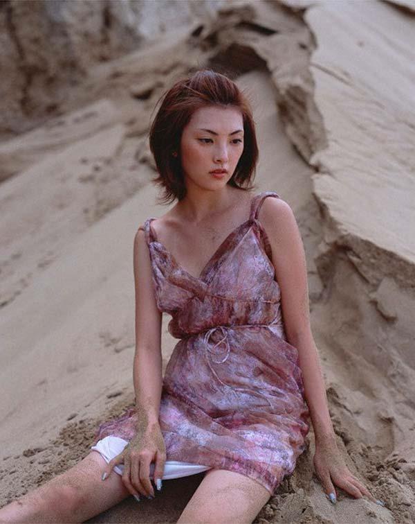 田中麗奈の入浴シーン胸の谷間グラビア乳画像14