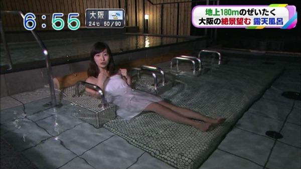 稲富菜穂の入浴前バスタオル姿画像15