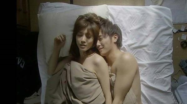 内田有紀の全裸ベッドシーン画像15