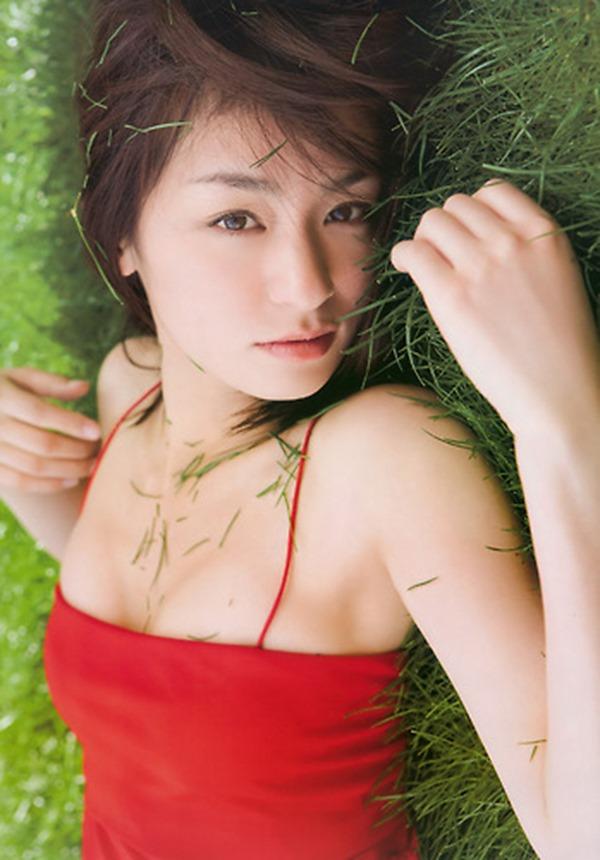 尾野真千子の乳首おっぱい画像15