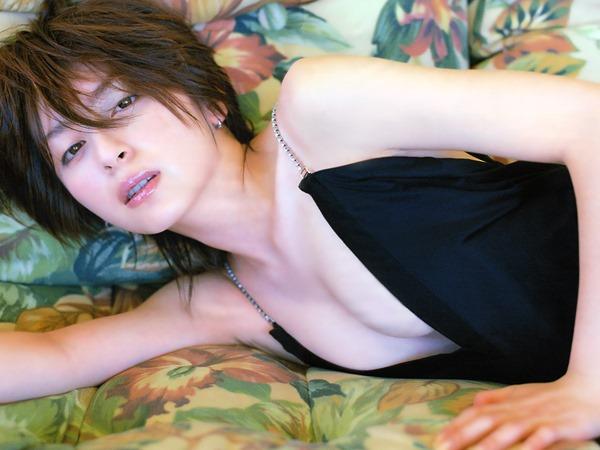 奥菜恵の美乳ヌード画像15