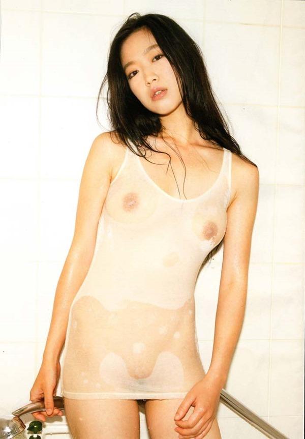 佐々木心音の乳首見え巨乳おっぱい全裸ヌード画像15