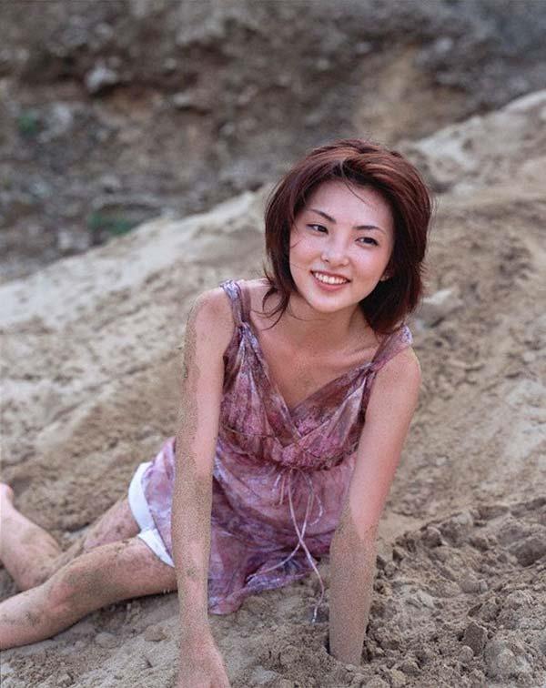 田中麗奈の入浴シーン胸の谷間グラビア乳画像15