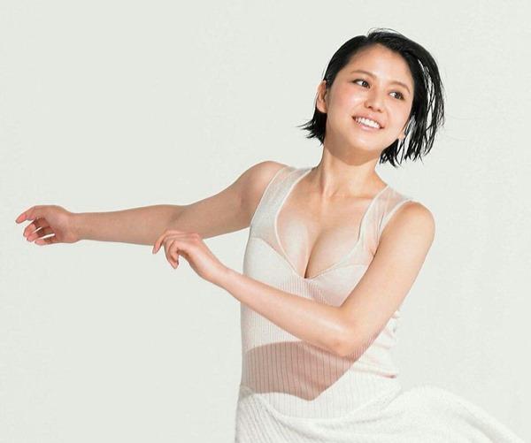 長澤まさみのセクシーな胸の谷間画像15