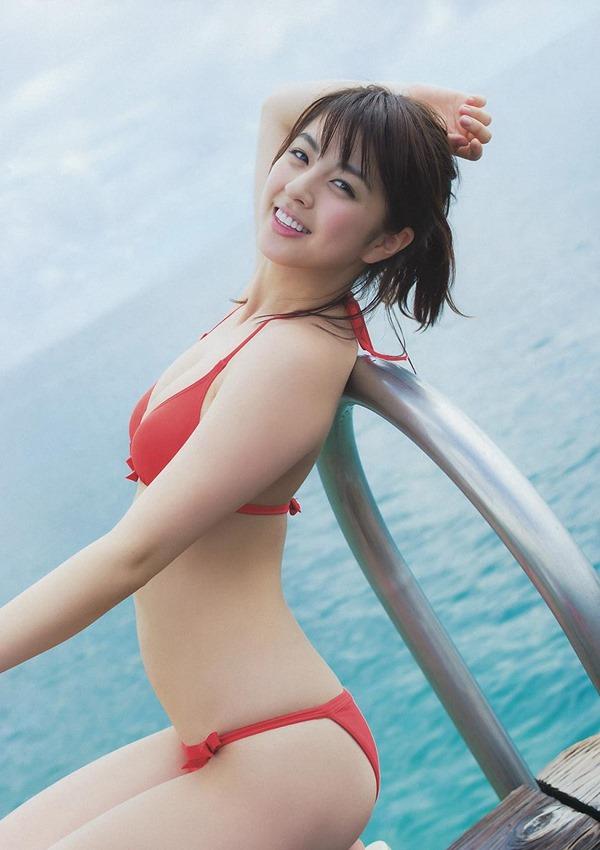 タヌキ顔が愛らしい柳ゆり菜の極上ボディー水着画像15