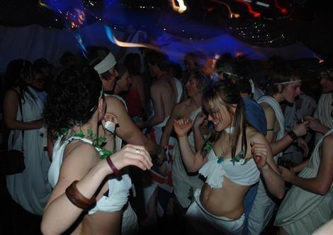 (グループセ〇クスの乱〇パーティー)多数の異性と楽しむ性行為写真ヤっちゃう男女ムービー