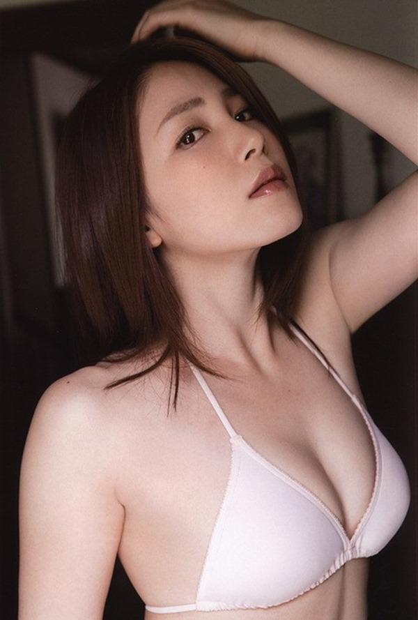 吉川友の美人セクシー画像16