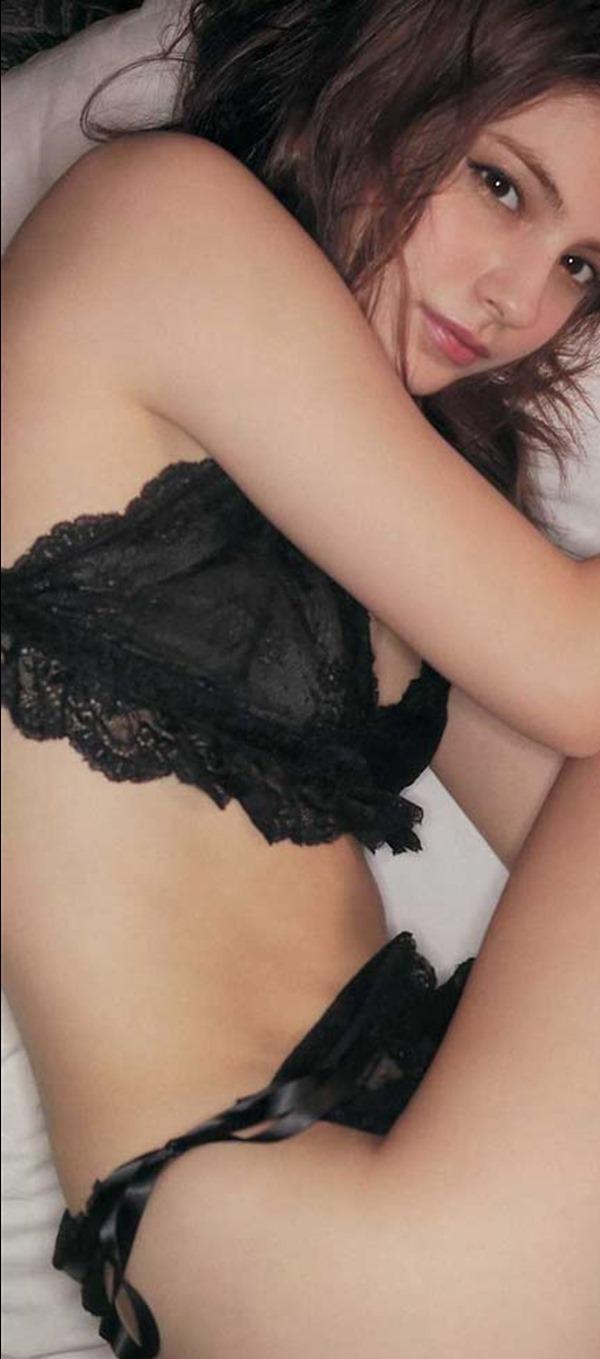 マギーの乳首隠し尻出し全裸ヌード画像16