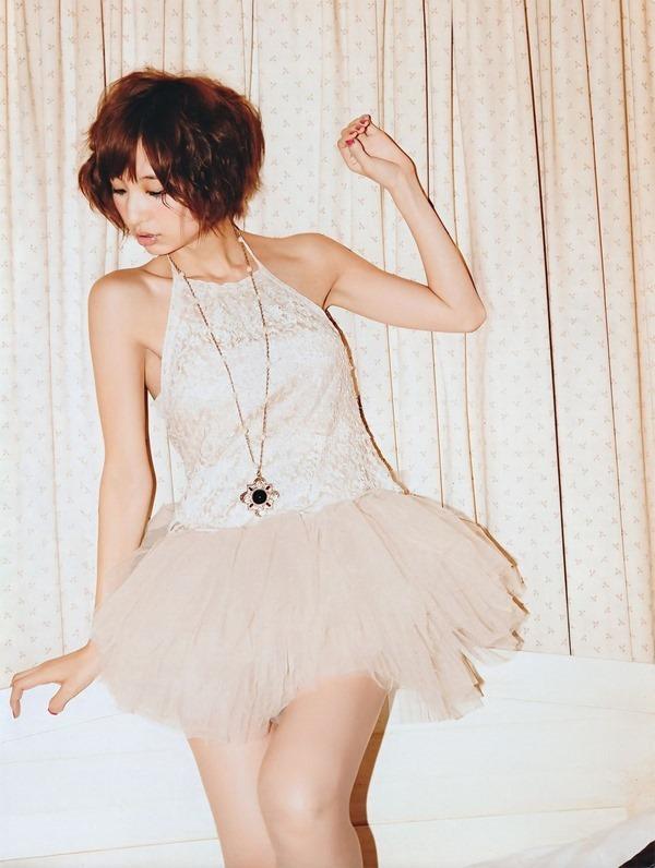 篠田麻里子のグラビア画像16