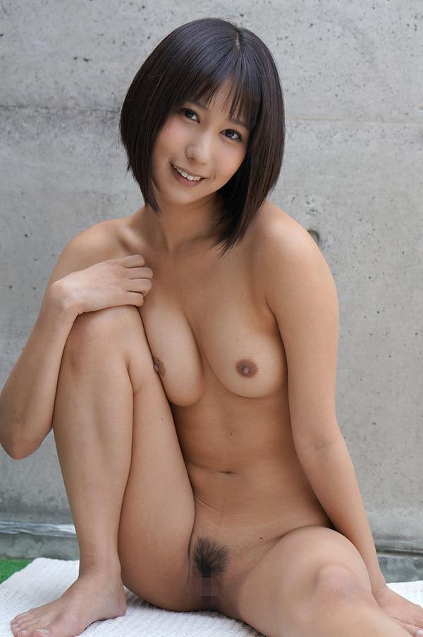 湊莉久のマン毛ショートヘア黒髪画像16