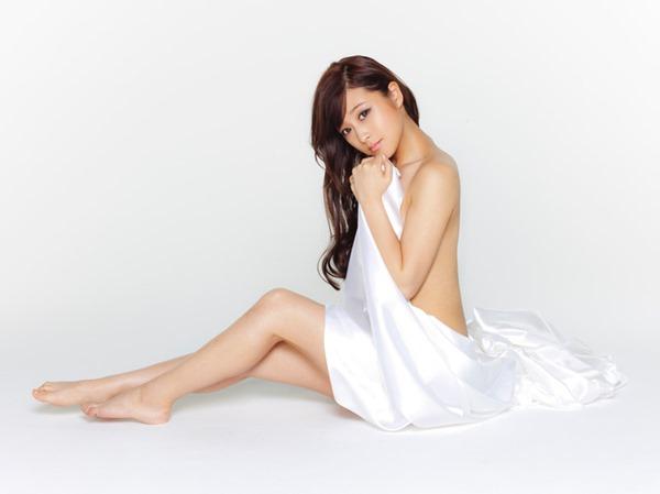 鈴木奈々の手ブラちっぱいトップレス上半身裸画像16