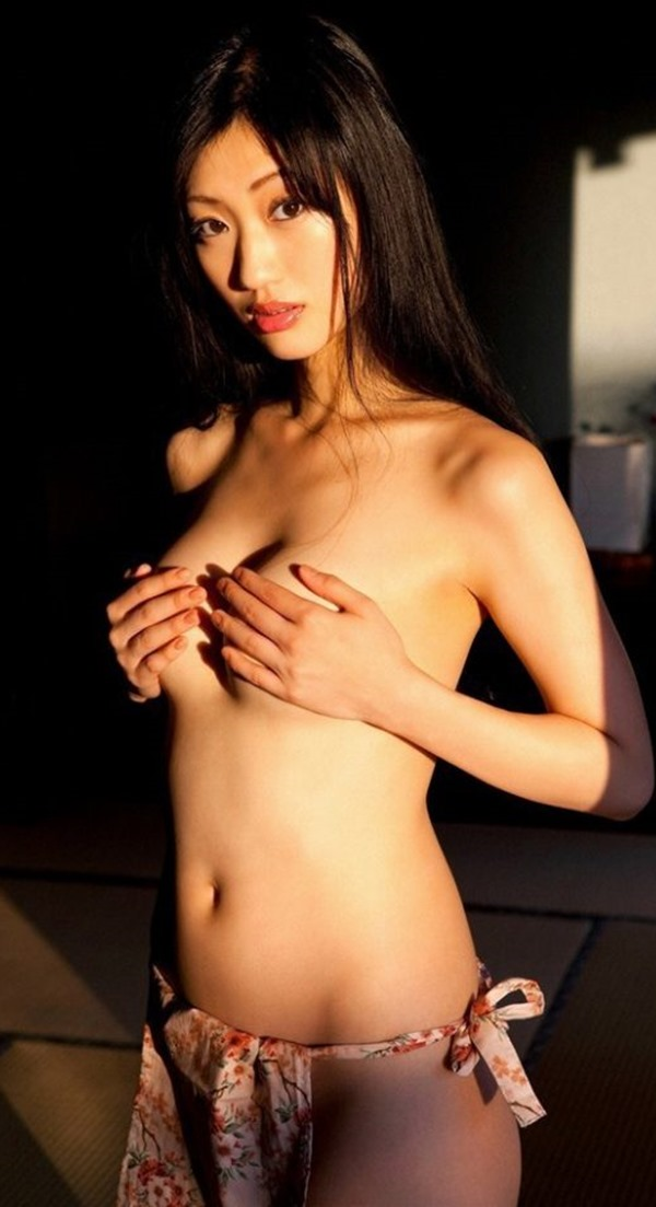 壇蜜のフェロモン漂うグラビア巨乳画像16