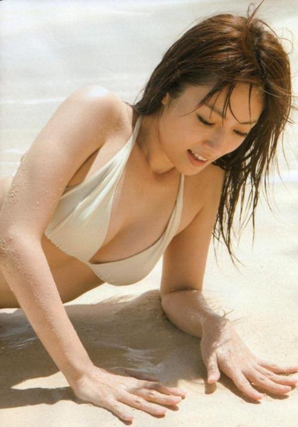 深田恭子のムッチムチな巨乳グラビア水着画像16