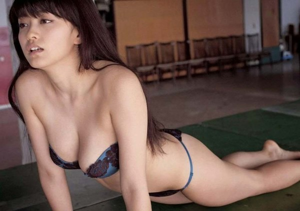 山地まり全裸ヌード画像17
