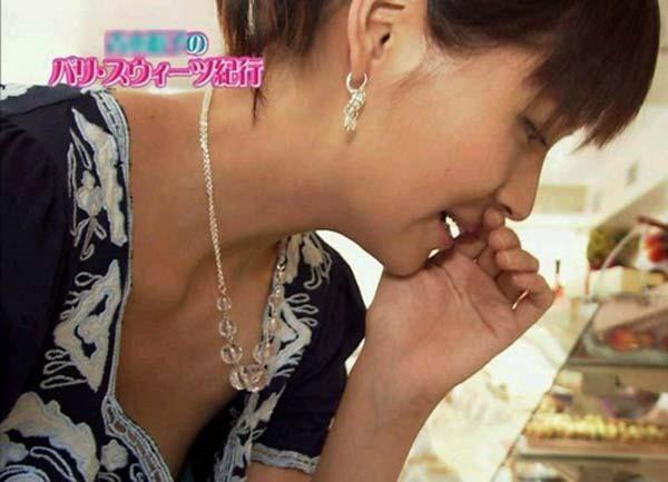青木裕子アナ乳首画像17