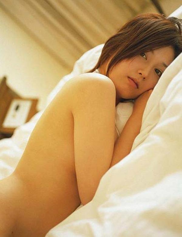 三津谷葉子の全裸ヌード画像17