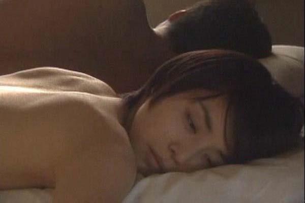 石田ゆり子の上半身ヌード画像17