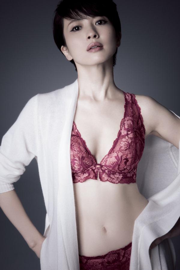三浦理恵子の乳首見えヌード画像17