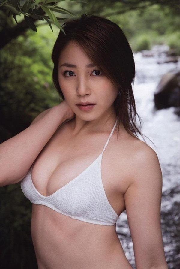 吉川友の美人セクシー画像17