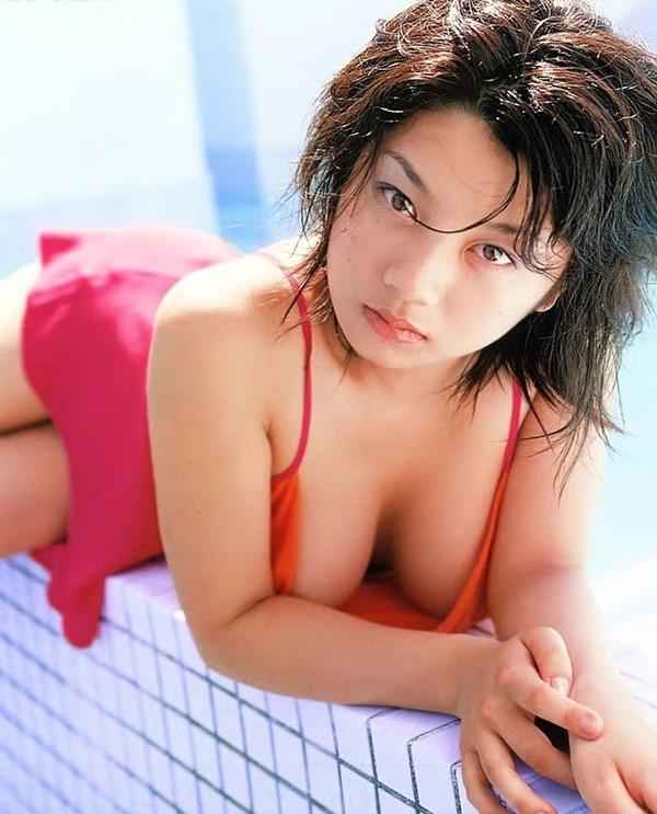 小池栄子の巨乳おっぱい入水セミヌード画像17