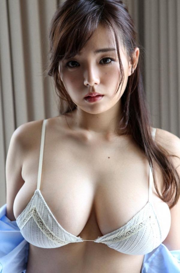 篠崎愛のハミ乳ハミ尻グラビア巨乳おっぱい画像17