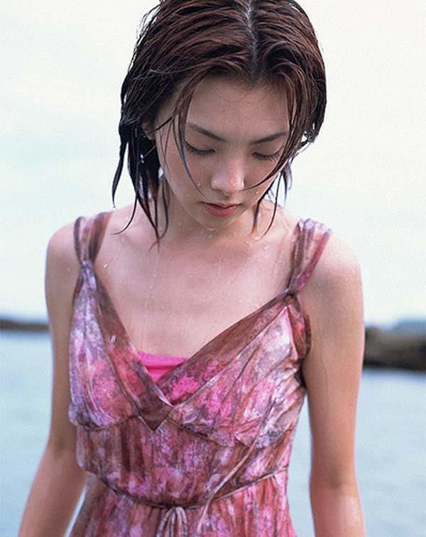 田中麗奈の入浴シーン胸の谷間グラビア乳画像17