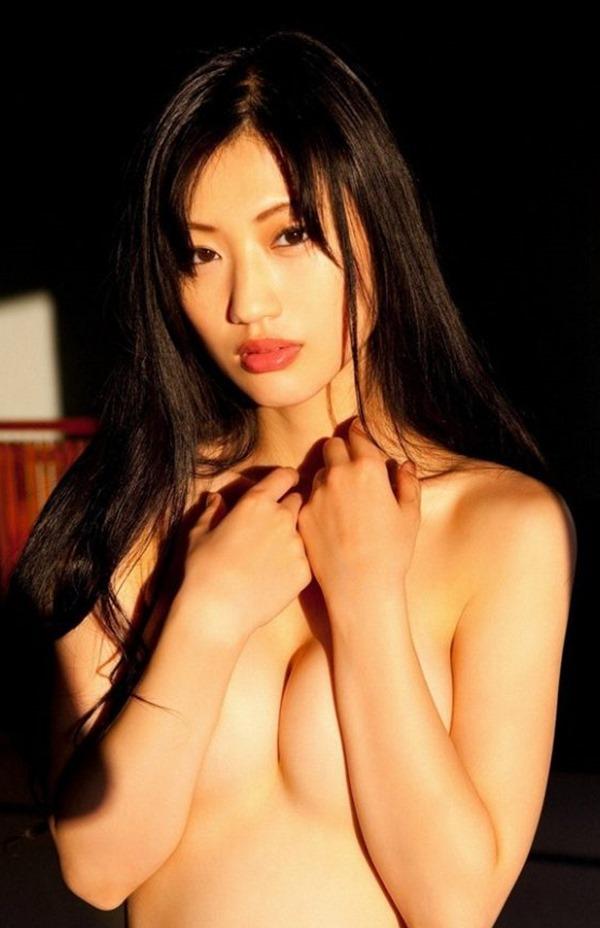壇蜜のフェロモン漂うグラビア巨乳画像17