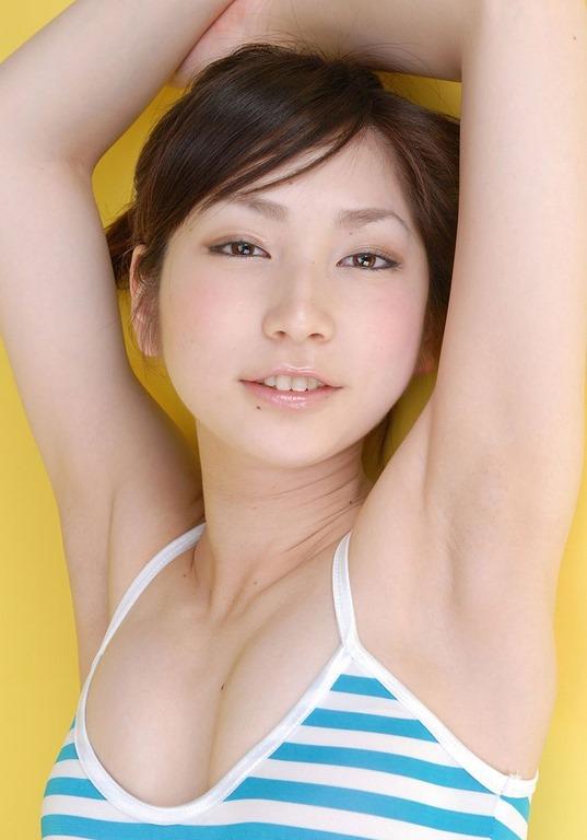 (ワキマニア腋見せ)女性の両腕が胴か美しい乳な胸から脇写真・脇の下に練乳ムービー
