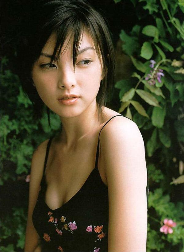 田中麗奈の入浴シーン胸の谷間グラビア乳画像18