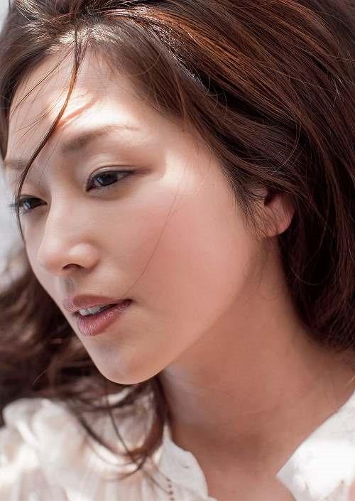 (笛木優子のチクビ出しお乳濡れ場写真)~韓国でも活動し芸名ユミン☆