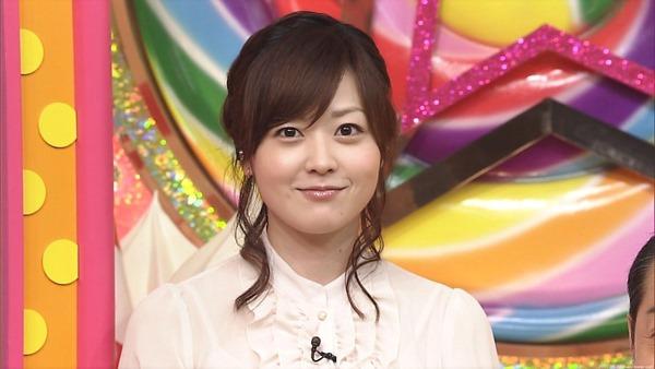 水ト麻美アナのパンチラ胸チラ画像19