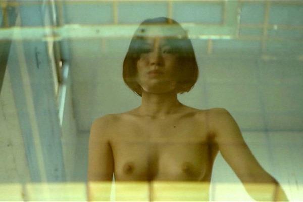 市川由衣の乳首出しヌード画像19