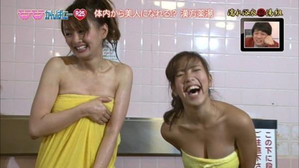 秋山祥子の入浴シーン谷間見せエロキャプ画像19