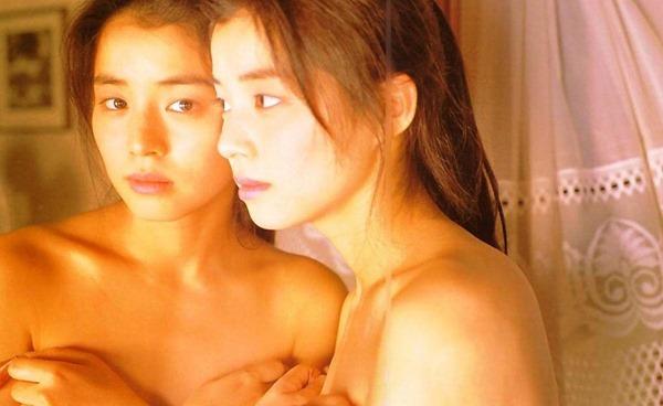 石田ゆり子の上半身ヌード画像1